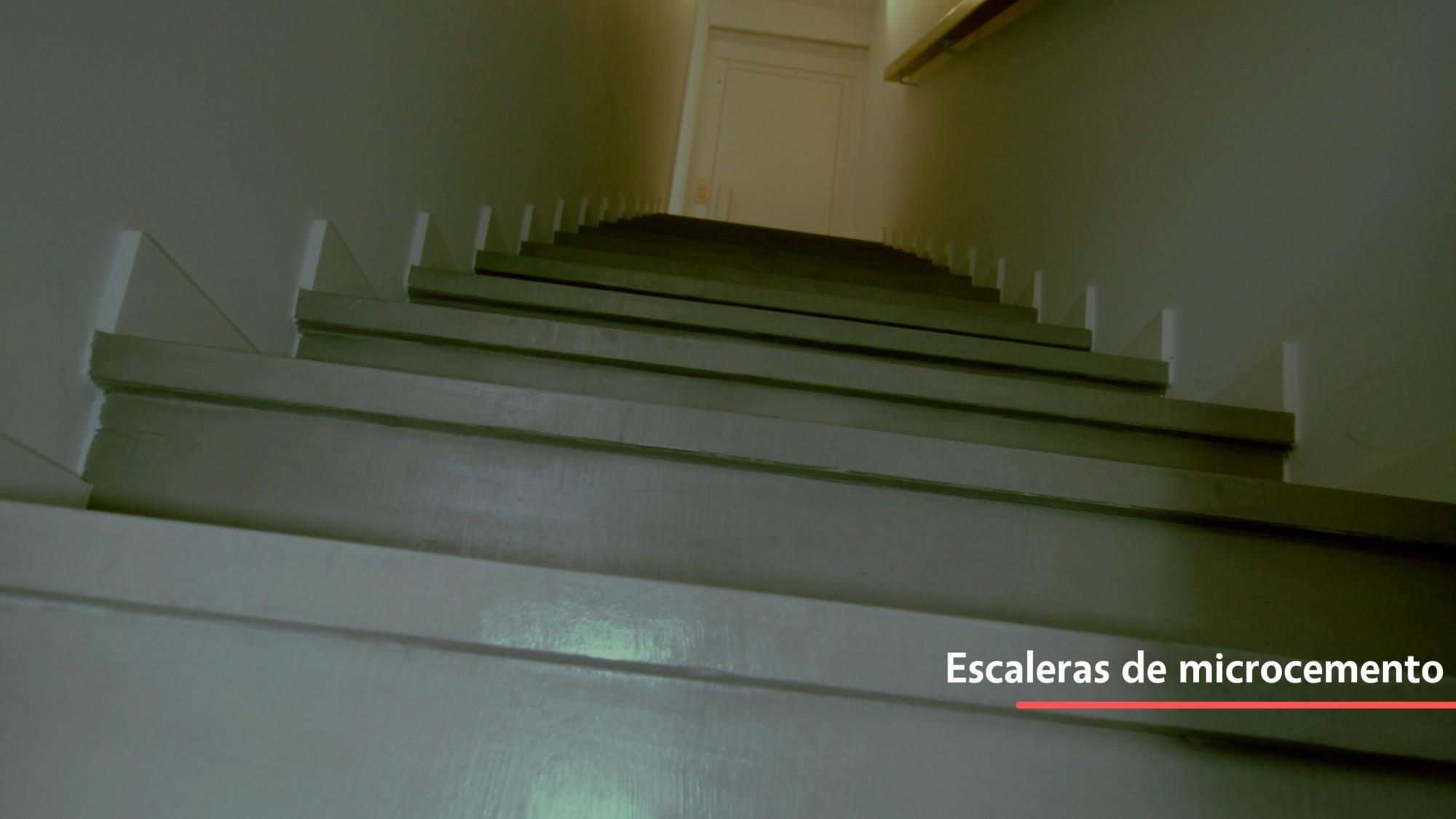 Escaleras hechas de microcemento