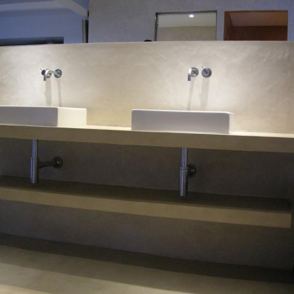 Baños de microcemento combinado de color