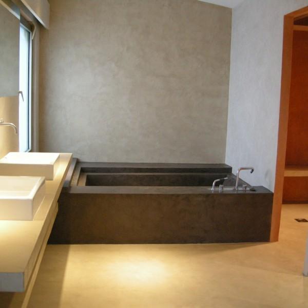 Baños de microcemento combinado de colores
