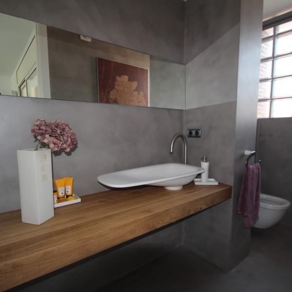 Baños de microcemento en gris