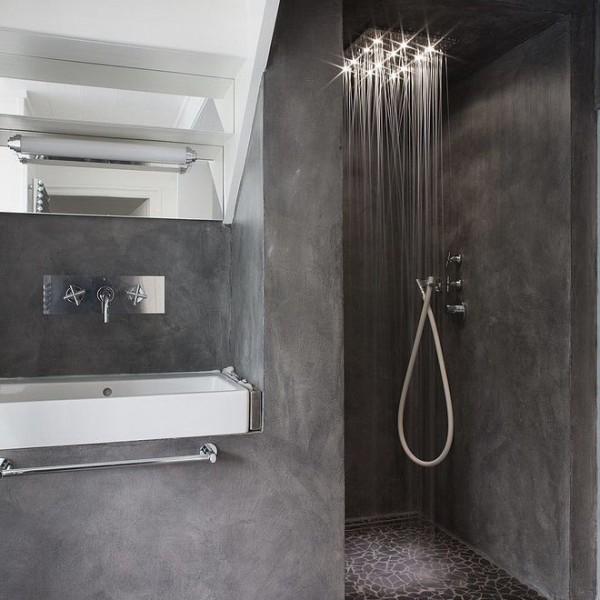 Baños de microcemento en plato de ducha y pared