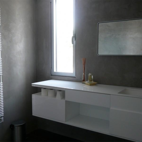 Microcemento en paredes de cuarto de baño