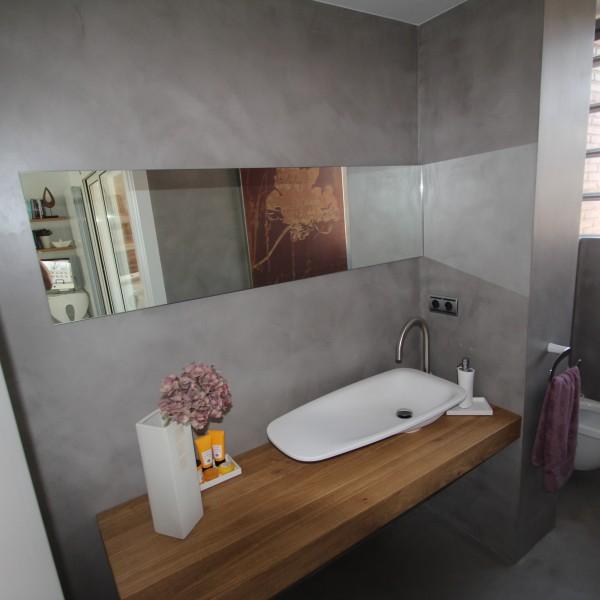 microcemento en paredes de baño