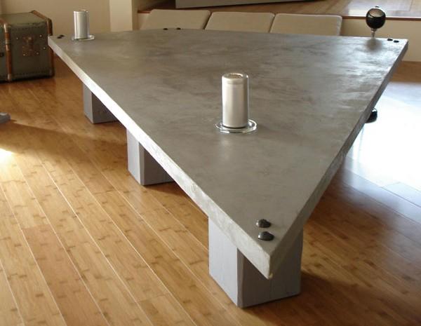 Muebles de microcemento en mesa triangulo