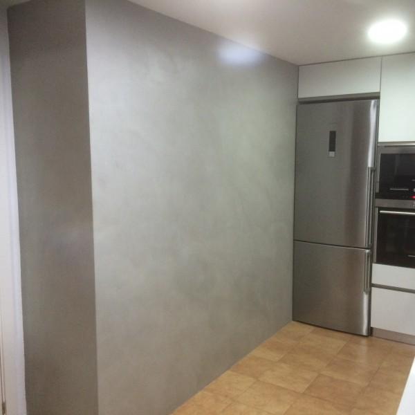 Microemento en paredes en cocina